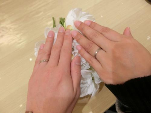 婚約指輪のサイズが分からなくてもダイヤの仮留めで対応してもらえました。