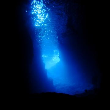 大阪のサプライズプロポーズ 青の洞窟「真栄田岬」
