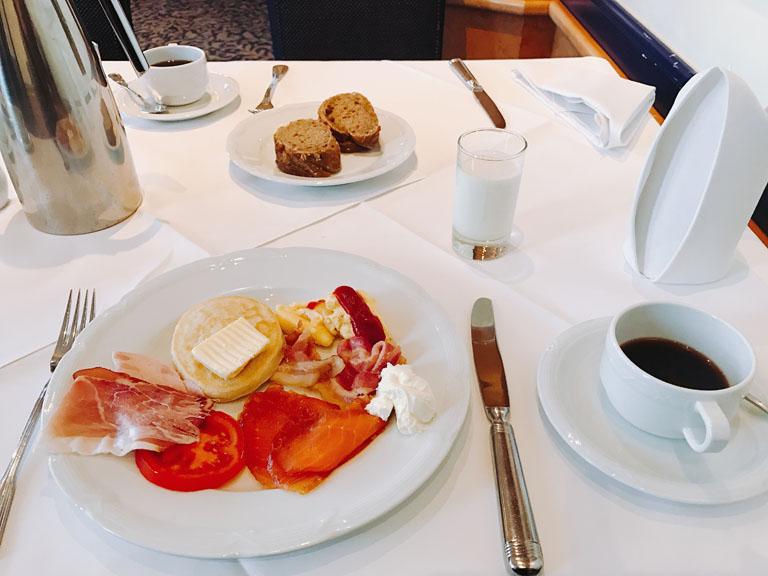 毎度素敵な朝食を沢山食べて