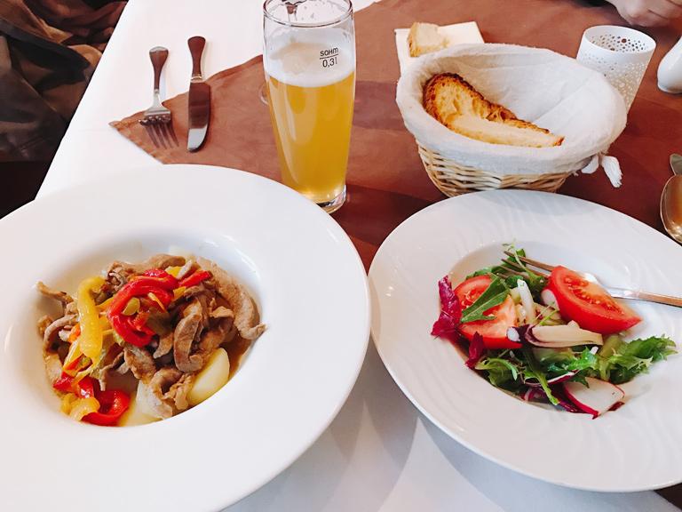 お昼はドイツ料理を頂きました