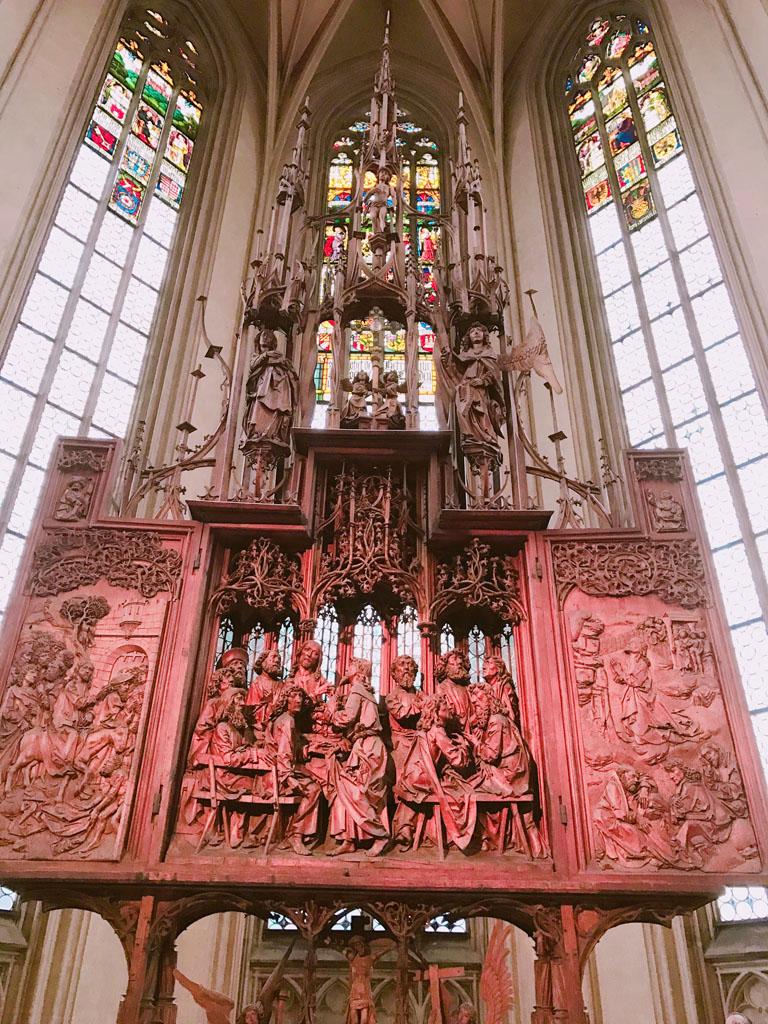聖ヤコブ教会 高い天井まで続くステンドグラス