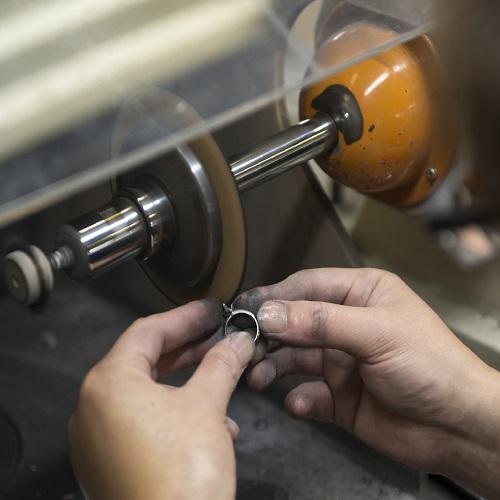 ジュエリー(指輪、ネックレスなど)の仕上げ直し、磨き直しなどの加工のイメージ